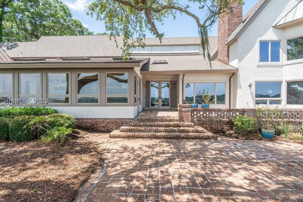 29. Single Family Homes for Sale at 2 Widewater Road Hilton Head Island, South Carolina 29926 United States