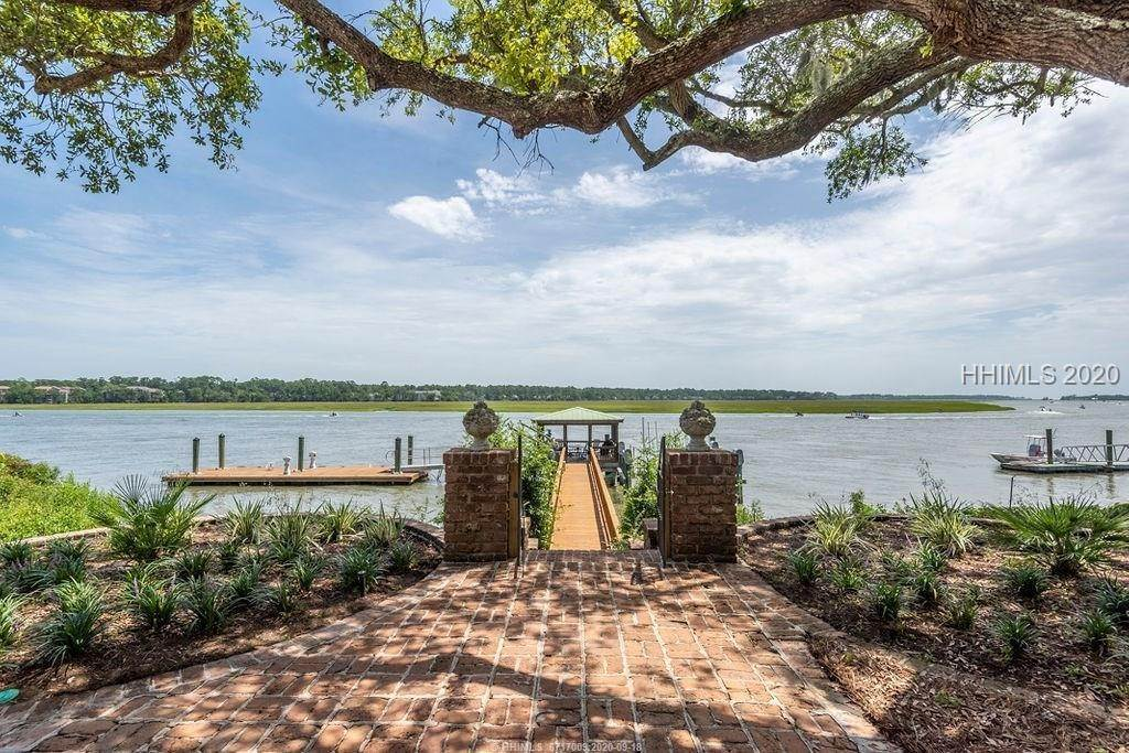 30. Single Family Homes for Sale at 2 Widewater Road Hilton Head Island, South Carolina 29926 United States