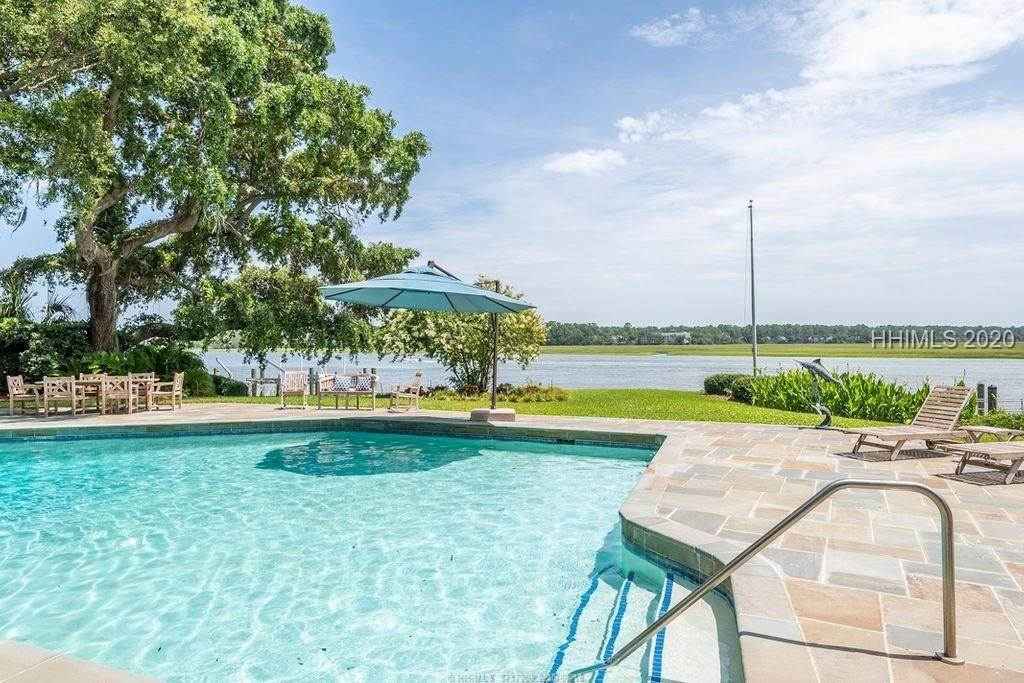 33. Single Family Homes for Sale at 2 Widewater Road Hilton Head Island, South Carolina 29926 United States