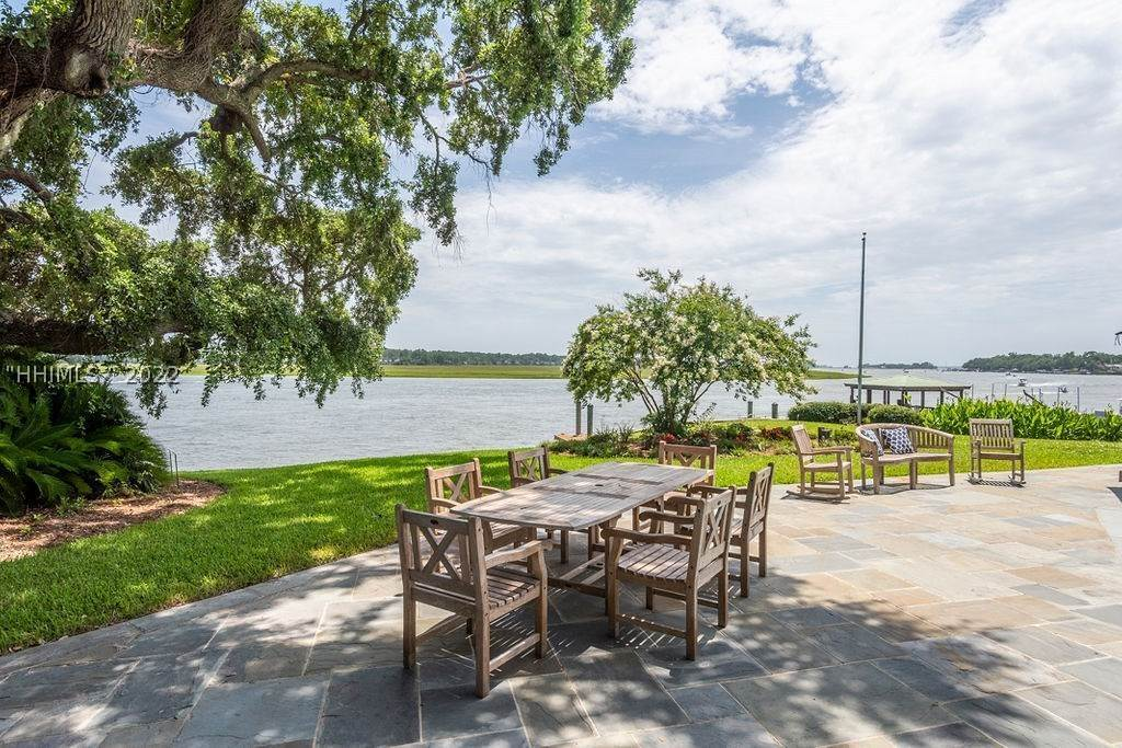 34. Single Family Homes for Sale at 2 Widewater Road Hilton Head Island, South Carolina 29926 United States