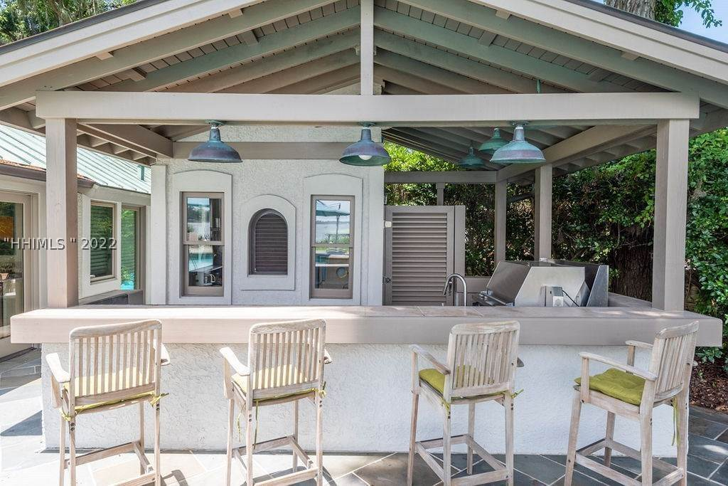 35. Single Family Homes for Sale at 2 Widewater Road Hilton Head Island, South Carolina 29926 United States