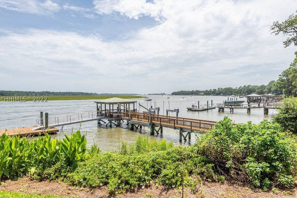 42. Single Family Homes for Sale at 2 Widewater Road Hilton Head Island, South Carolina 29926 United States