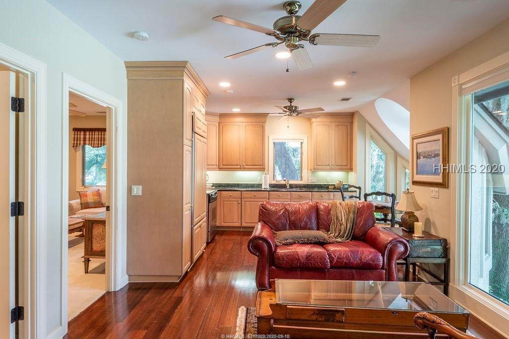 46. Single Family Homes for Sale at 2 Widewater Road Hilton Head Island, South Carolina 29926 United States