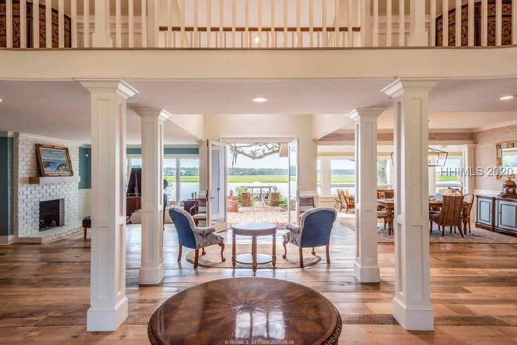 7. Single Family Homes for Sale at 2 Widewater Road Hilton Head Island, South Carolina 29926 United States