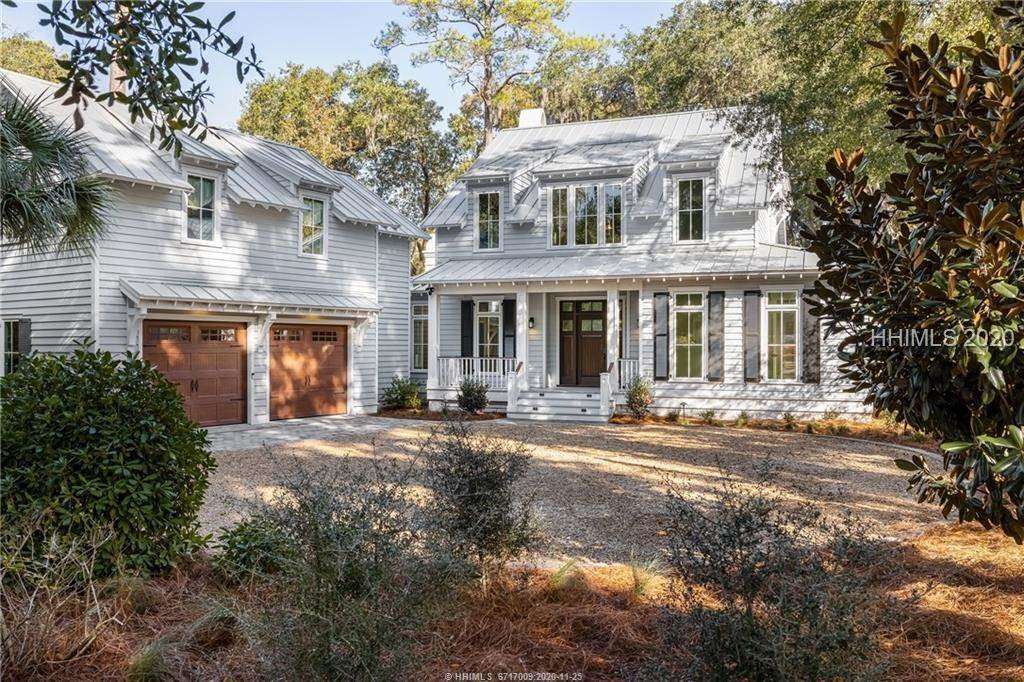 Single Family Homes for Sale at 15 High Hope Way Bluffton, South Carolina 29910 United States