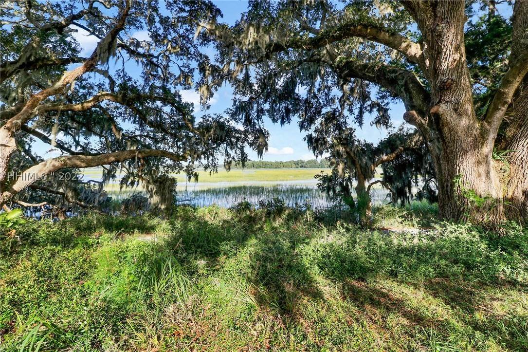 2. Land for Sale at 25 Old Oak Road Bluffton, South Carolina 29909 United States