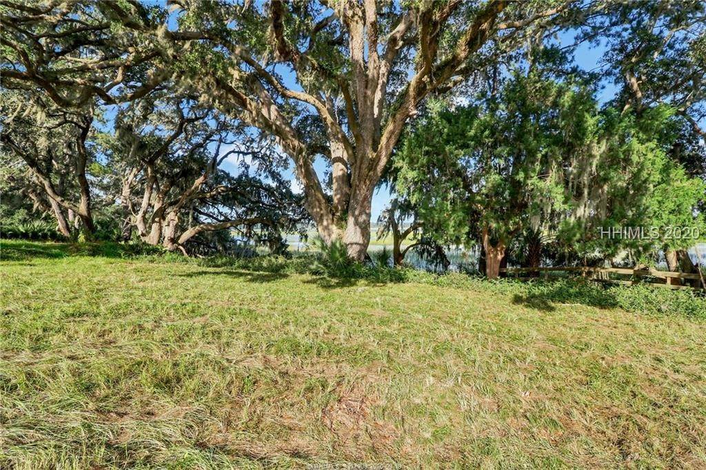 31. Land for Sale at 25 Old Oak Road Bluffton, South Carolina 29909 United States