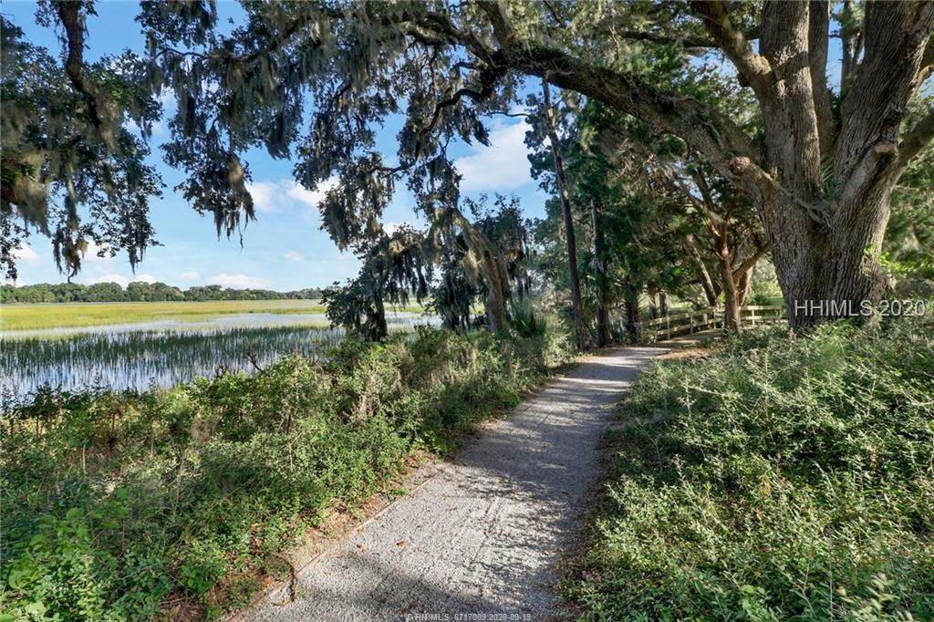 4. Land for Sale at 25 Old Oak Road Bluffton, South Carolina 29909 United States