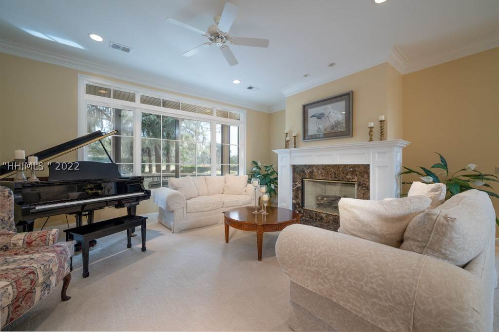 14. Single Family Homes for Sale at 35 Lexington Drive Bluffton, South Carolina 29910 United States