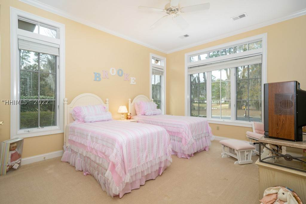 28. Single Family Homes for Sale at 35 Lexington Drive Bluffton, South Carolina 29910 United States