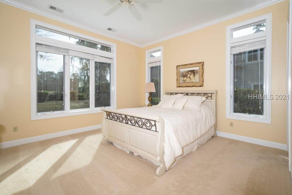 32. Single Family Homes for Sale at 35 Lexington Drive Bluffton, South Carolina 29910 United States