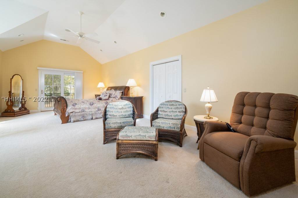 36. Single Family Homes for Sale at 35 Lexington Drive Bluffton, South Carolina 29910 United States