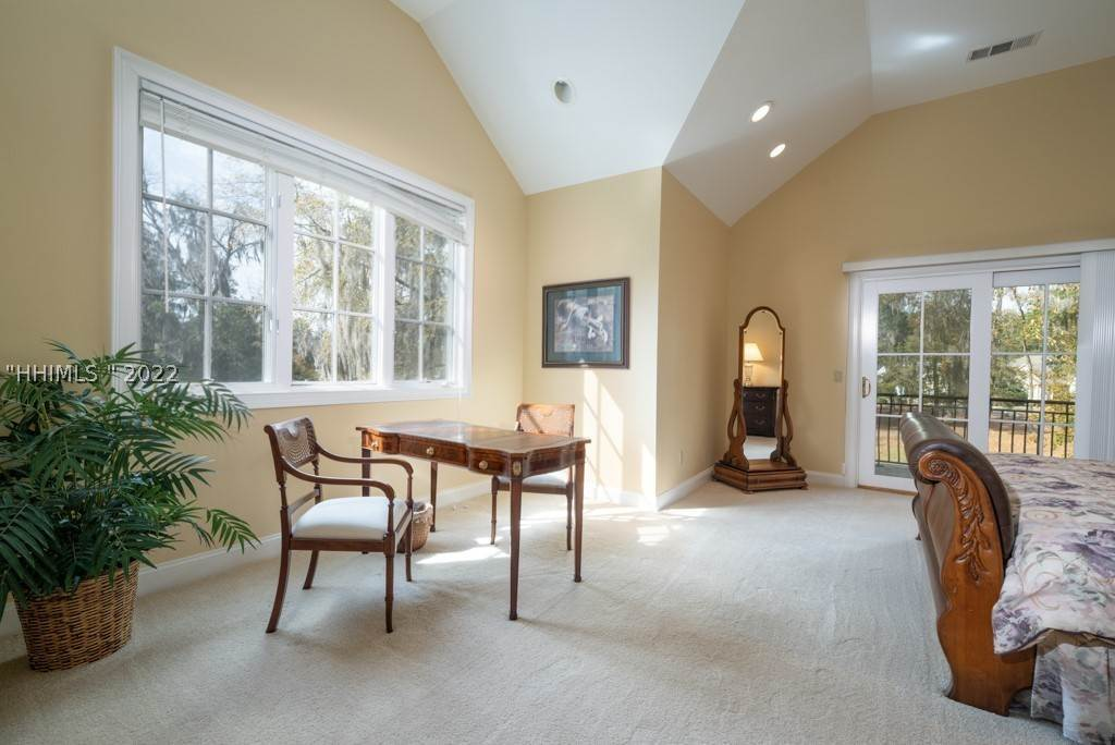 37. Single Family Homes for Sale at 35 Lexington Drive Bluffton, South Carolina 29910 United States
