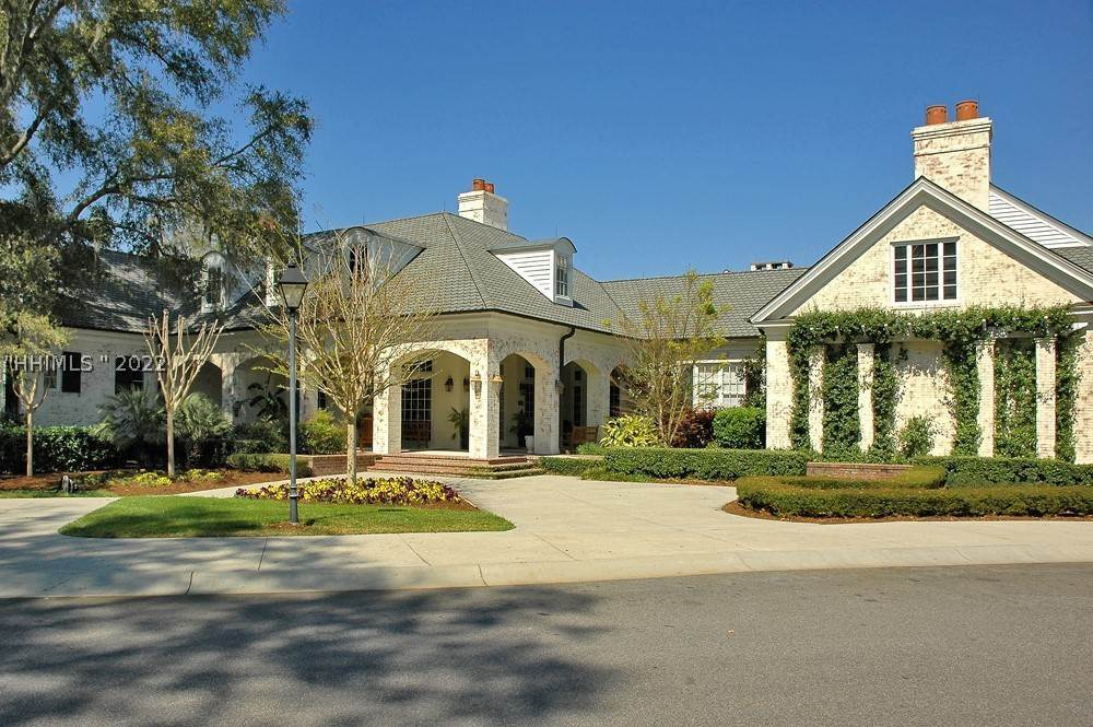 49. Single Family Homes for Sale at 35 Lexington Drive Bluffton, South Carolina 29910 United States