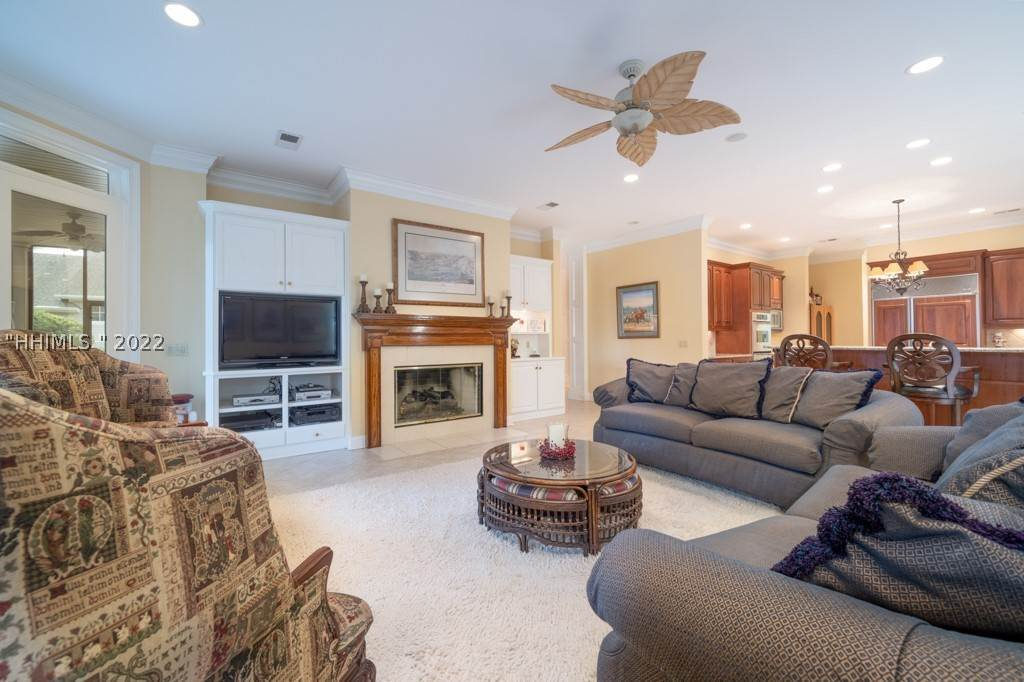 6. Single Family Homes for Sale at 35 Lexington Drive Bluffton, South Carolina 29910 United States