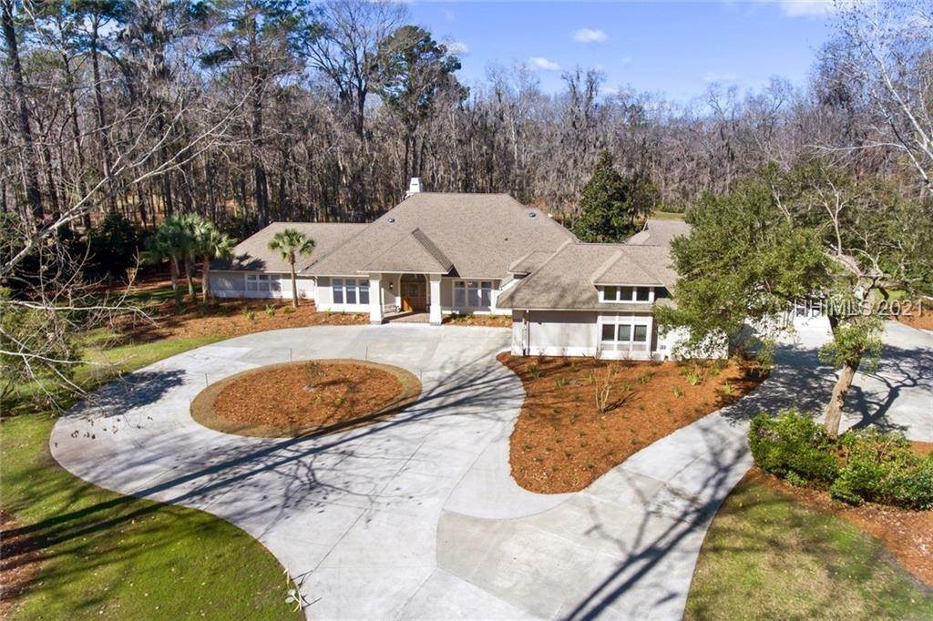 Single Family Homes for Sale at 10 Cottingham Road Bluffton, South Carolina 29910 United States