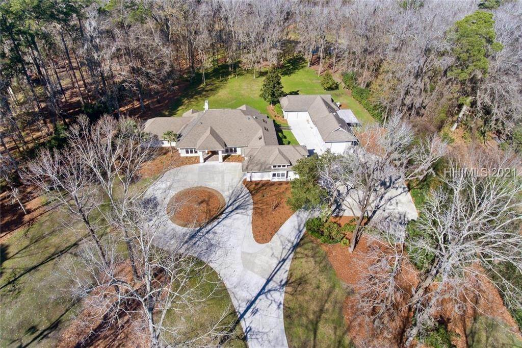 28. Single Family Homes for Sale at 10 Cottingham Road Bluffton, South Carolina 29910 United States