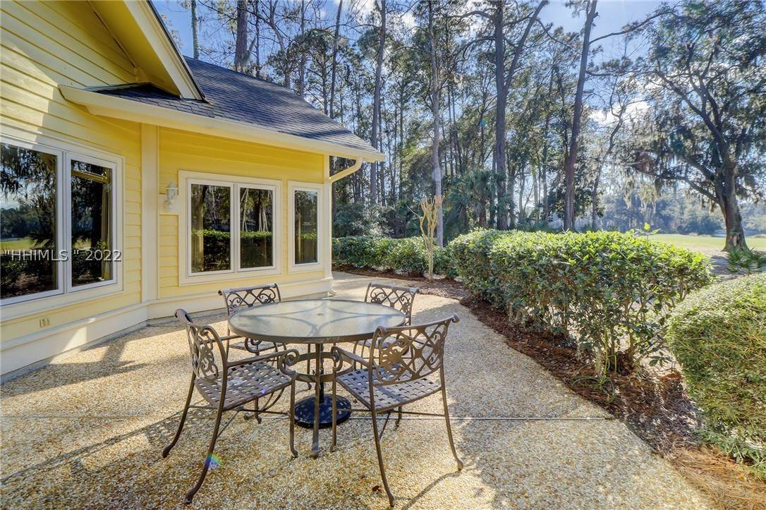 27. Single Family Homes for Sale at 14 Fife Lane Hilton Head Island, South Carolina 29928 United States
