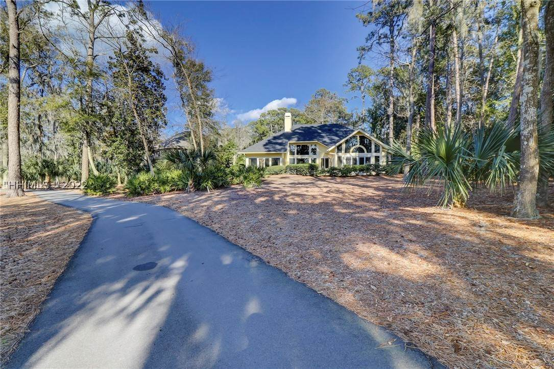 28. Single Family Homes for Sale at 14 Fife Lane Hilton Head Island, South Carolina 29928 United States