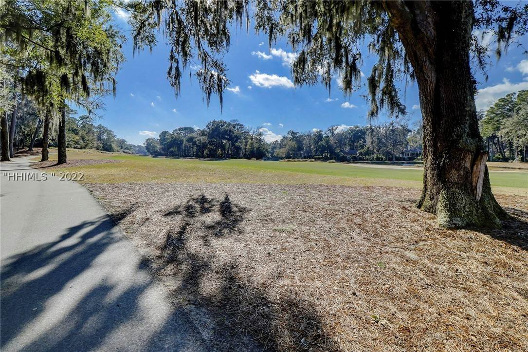 29. Single Family Homes for Sale at 14 Fife Lane Hilton Head Island, South Carolina 29928 United States