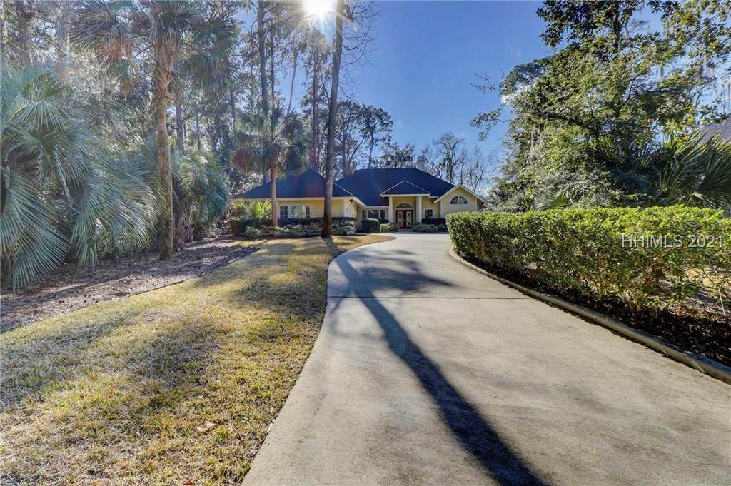 31. Single Family Homes for Sale at 14 Fife Lane Hilton Head Island, South Carolina 29928 United States