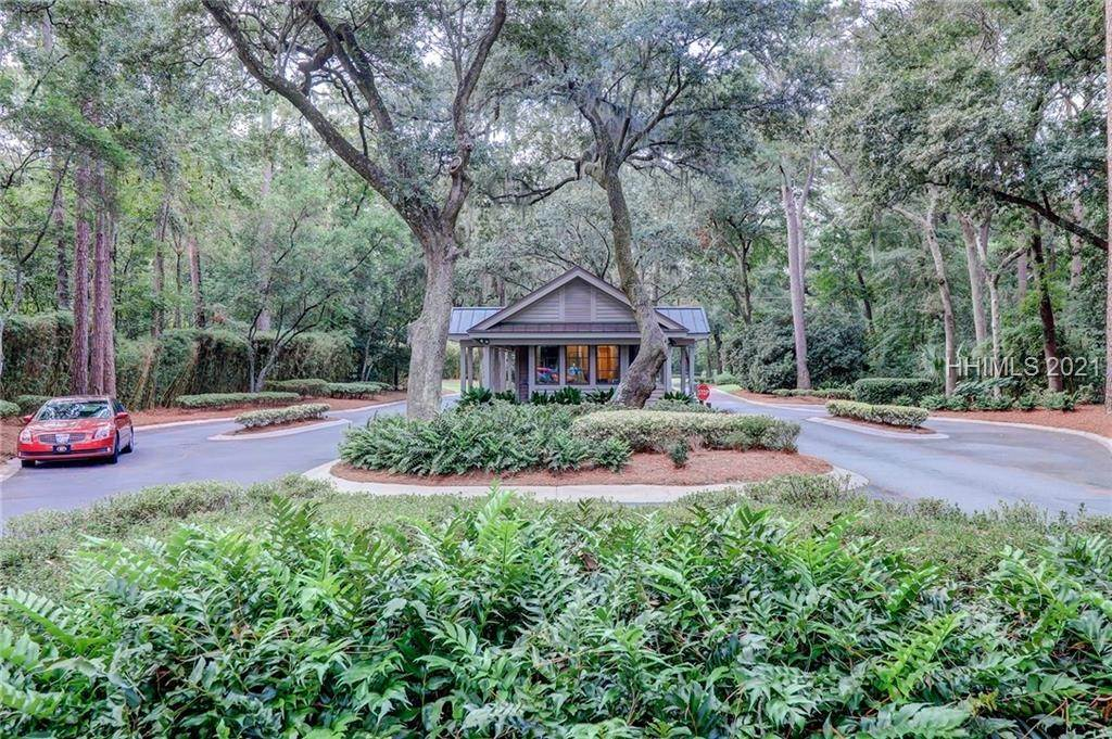 33. Single Family Homes for Sale at 14 Fife Lane Hilton Head Island, South Carolina 29928 United States