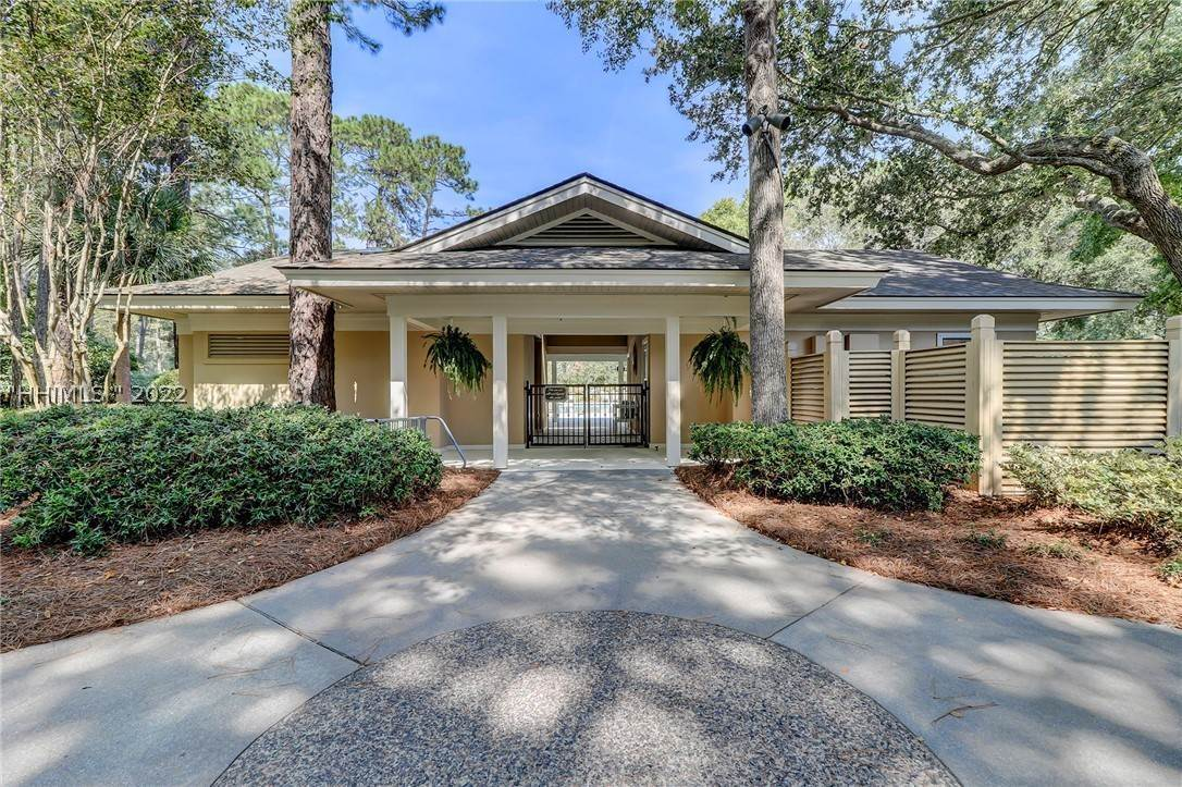 34. Single Family Homes for Sale at 14 Fife Lane Hilton Head Island, South Carolina 29928 United States