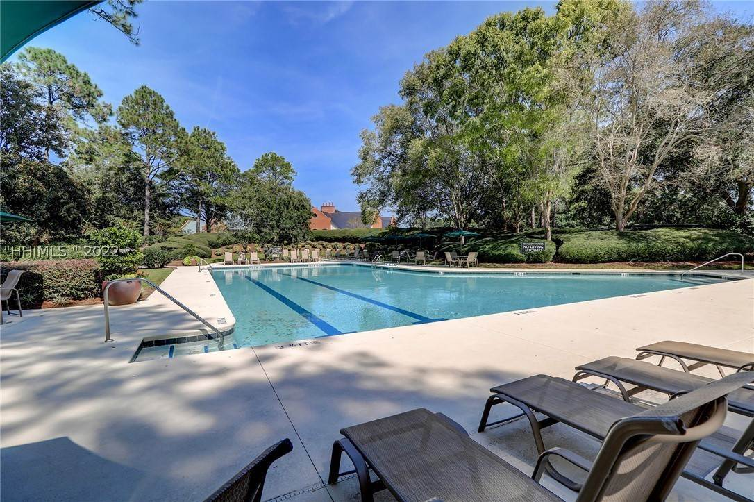 36. Single Family Homes for Sale at 14 Fife Lane Hilton Head Island, South Carolina 29928 United States