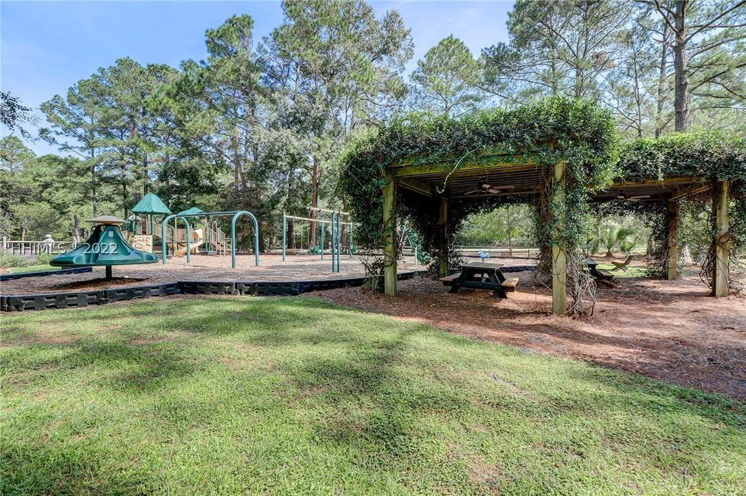41. Single Family Homes for Sale at 14 Fife Lane Hilton Head Island, South Carolina 29928 United States
