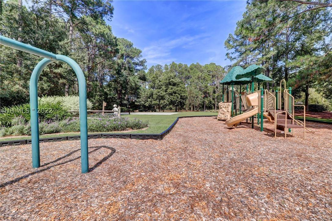 42. Single Family Homes for Sale at 14 Fife Lane Hilton Head Island, South Carolina 29928 United States