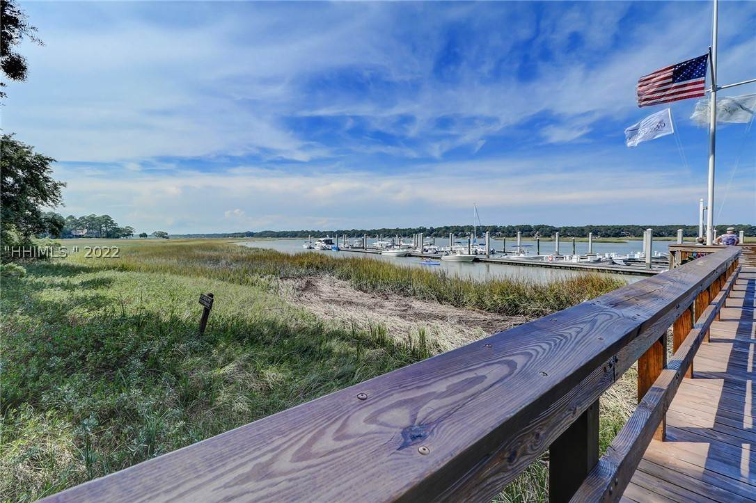 45. Single Family Homes for Sale at 14 Fife Lane Hilton Head Island, South Carolina 29928 United States