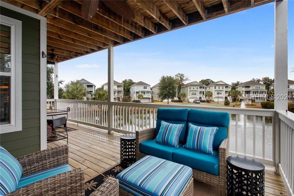 10. Single Family Homes for Sale at 17 Jarvis Creek Lane Hilton Head Island, South Carolina 29926 United States