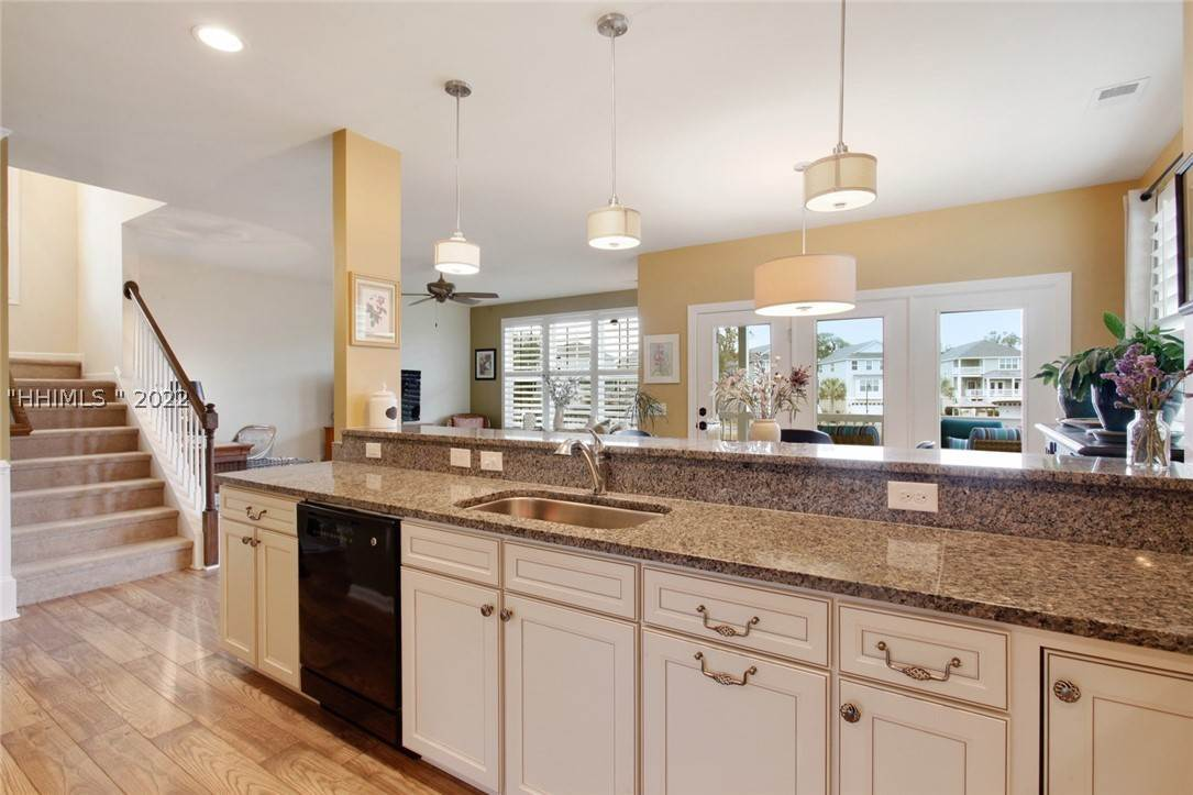 12. Single Family Homes for Sale at 17 Jarvis Creek Lane Hilton Head Island, South Carolina 29926 United States