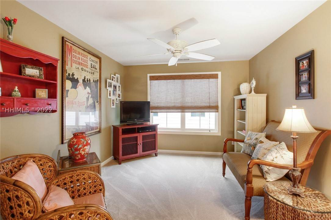 22. Single Family Homes for Sale at 17 Jarvis Creek Lane Hilton Head Island, South Carolina 29926 United States