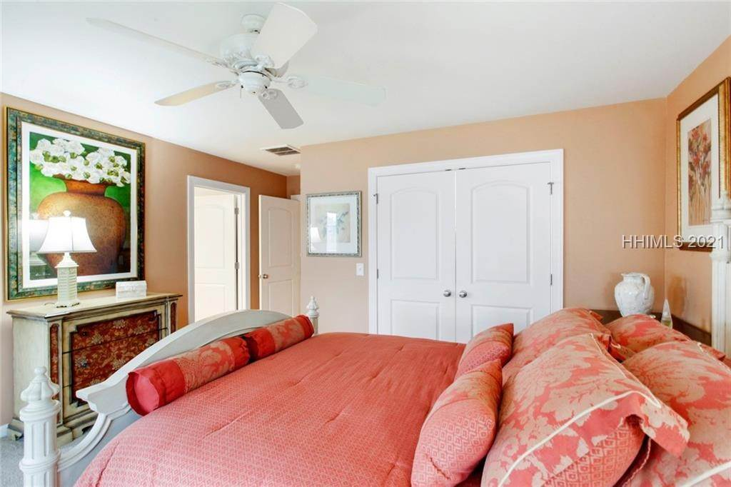 31. Single Family Homes for Sale at 17 Jarvis Creek Lane Hilton Head Island, South Carolina 29926 United States