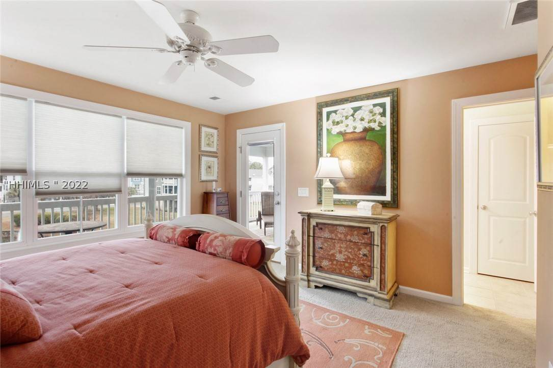 32. Single Family Homes for Sale at 17 Jarvis Creek Lane Hilton Head Island, South Carolina 29926 United States