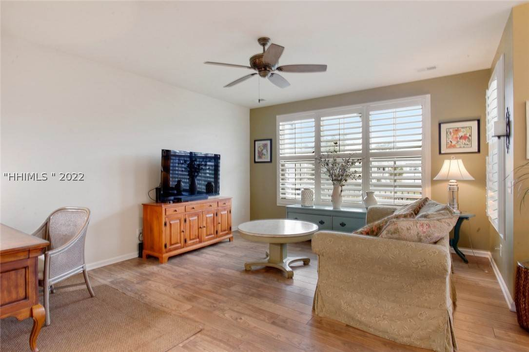 6. Single Family Homes for Sale at 17 Jarvis Creek Lane Hilton Head Island, South Carolina 29926 United States