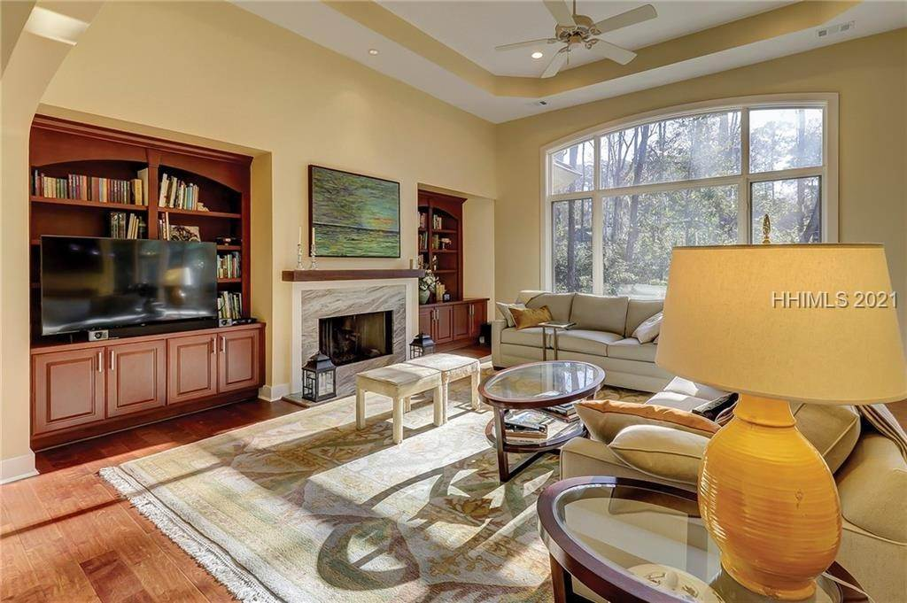 13. Single Family Homes for Sale at 38 Newberry Court Bluffton, South Carolina 29910 United States