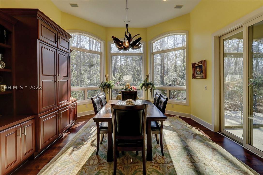20. Single Family Homes for Sale at 38 Newberry Court Bluffton, South Carolina 29910 United States