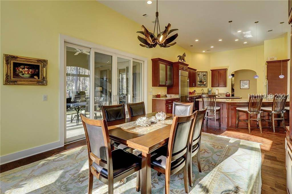 23. Single Family Homes for Sale at 38 Newberry Court Bluffton, South Carolina 29910 United States