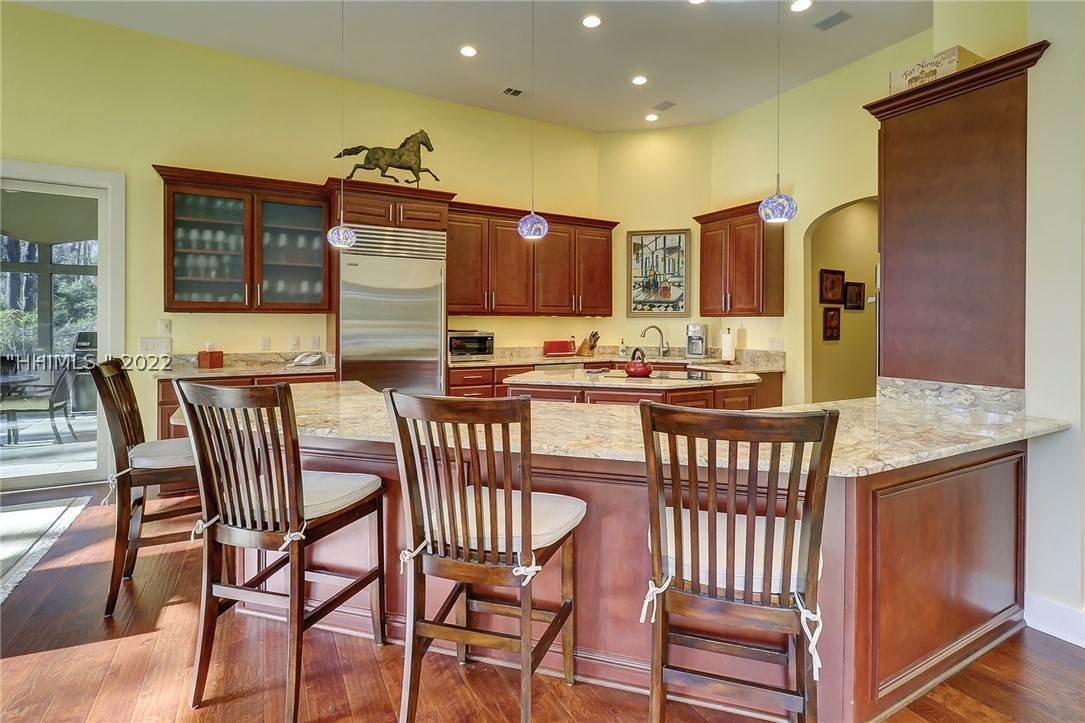 25. Single Family Homes for Sale at 38 Newberry Court Bluffton, South Carolina 29910 United States