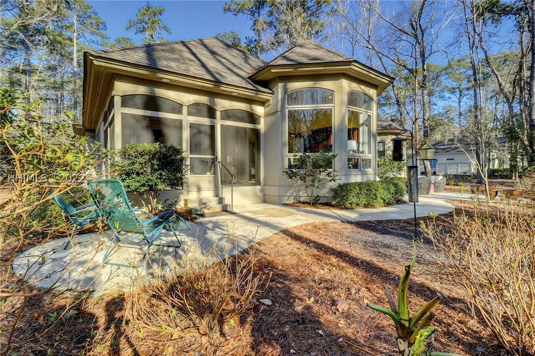 5. Single Family Homes for Sale at 38 Newberry Court Bluffton, South Carolina 29910 United States