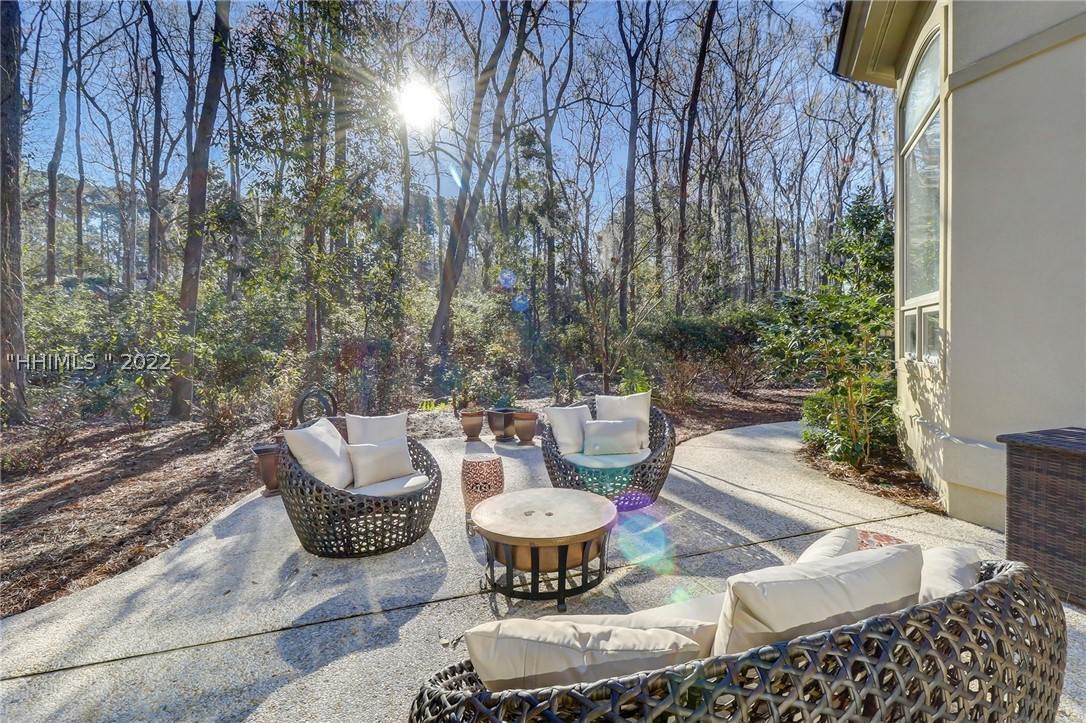 6. Single Family Homes for Sale at 38 Newberry Court Bluffton, South Carolina 29910 United States