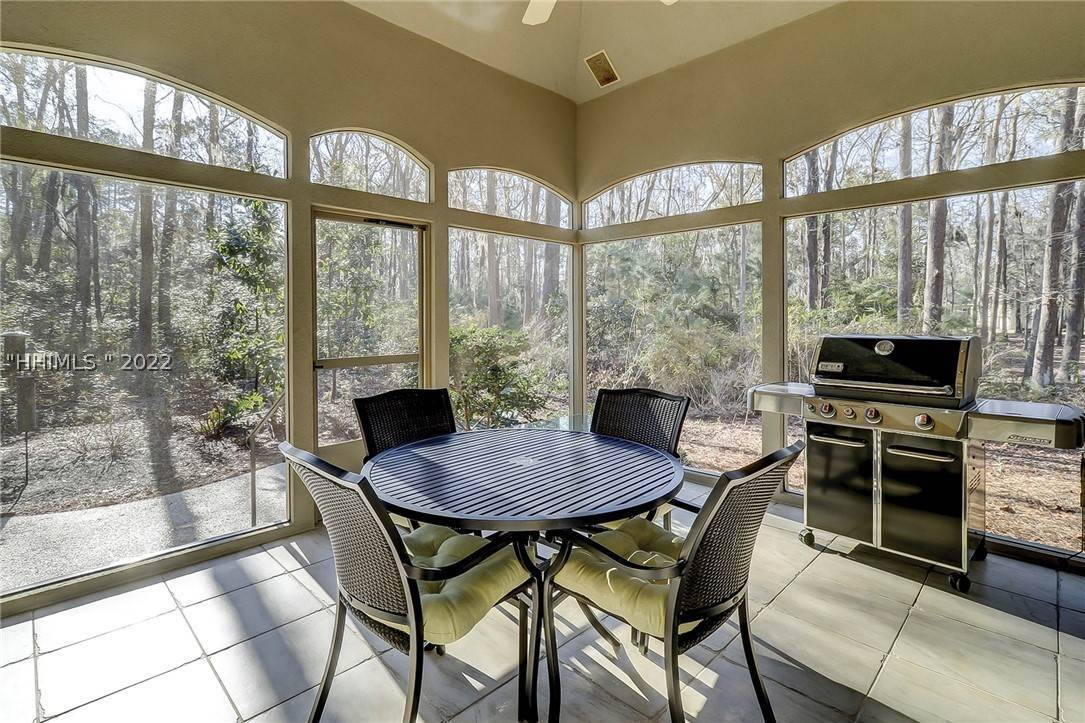 7. Single Family Homes for Sale at 38 Newberry Court Bluffton, South Carolina 29910 United States