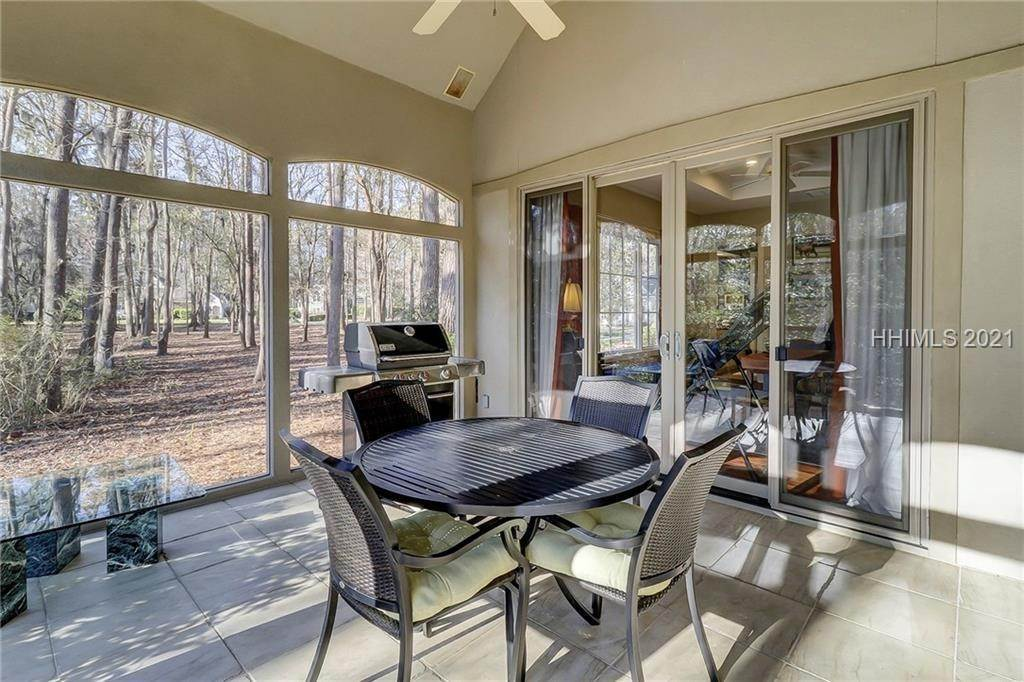 8. Single Family Homes for Sale at 38 Newberry Court Bluffton, South Carolina 29910 United States