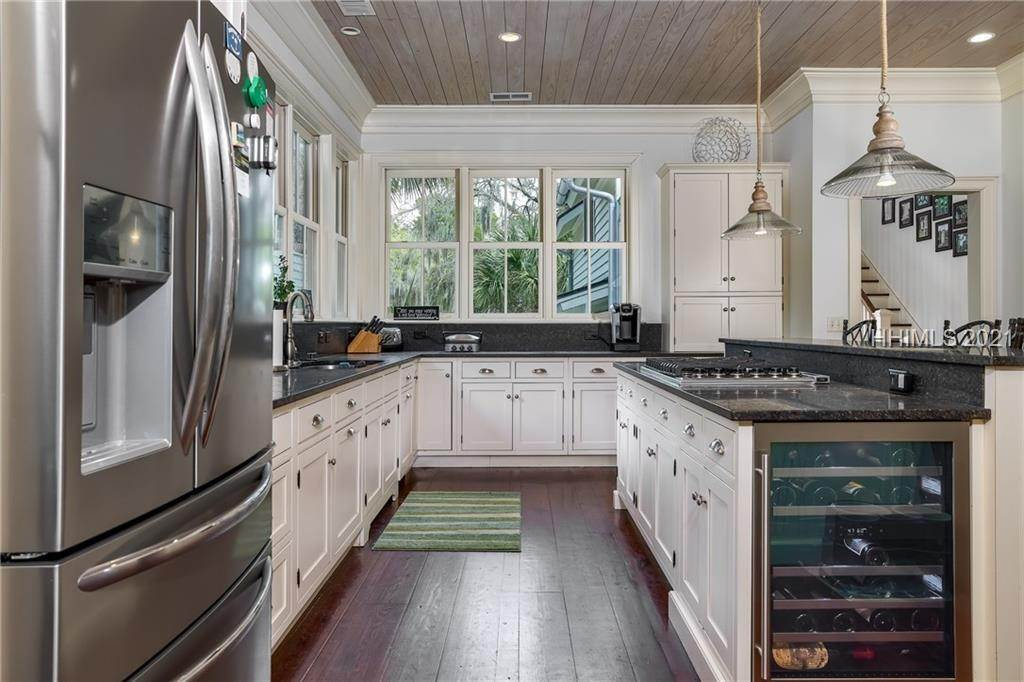 10. Single Family Homes for Sale at 18 Parkman Street Bluffton, South Carolina 29910 United States