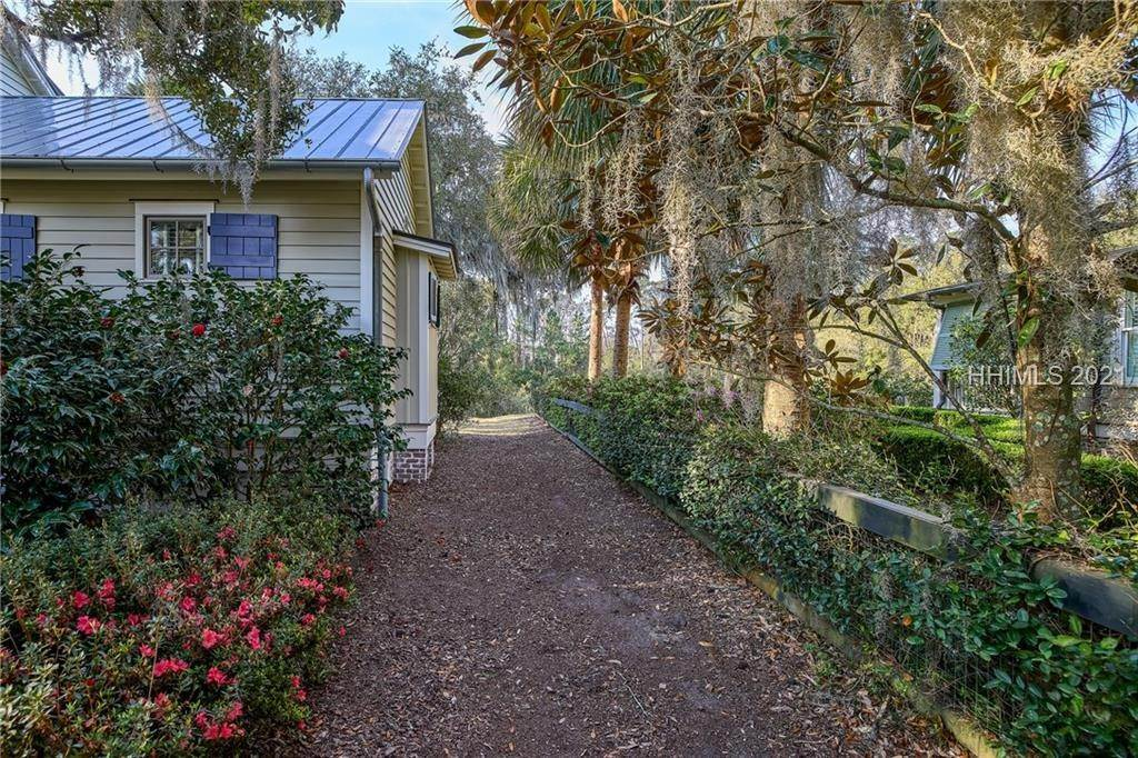 47. Single Family Homes for Sale at 18 Parkman Street Bluffton, South Carolina 29910 United States
