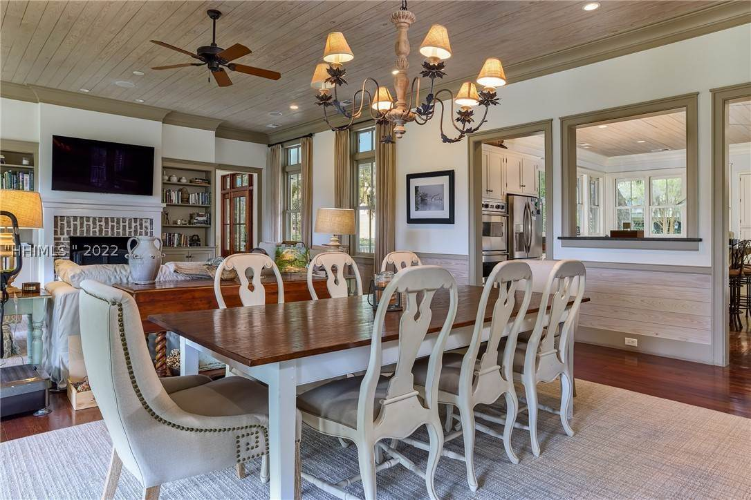 7. Single Family Homes for Sale at 18 Parkman Street Bluffton, South Carolina 29910 United States