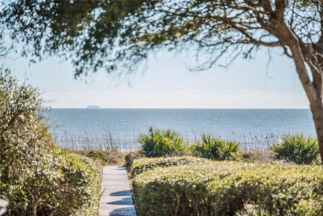 Single Family Homes for Sale at 10 Cassina Lane Hilton Head Island, South Carolina 29928 United States