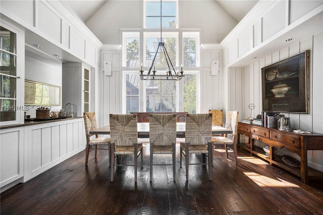 15. Single Family Homes for Sale at 127 Mount Pelia Road Bluffton, South Carolina 29910 United States